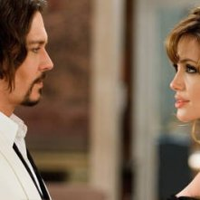 Johnny Depp e Angelina Jolie nel thriller The Tourist