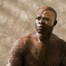 Lo statuario Djimon Hounsou nel film The Tempest