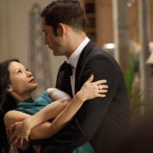 Lucy Liu con Enrique Murciano in Marry Me