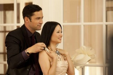 Lucy Liu ed Enrique Murciano in una scena di Marry Me