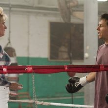 Melissa Leo e Mark Wahlberg in una scena di The Fighter
