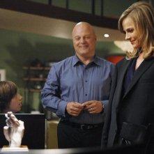 Michael Chiklis e Julie Benz in una scena dell'episodio No Ordinary Anniversary di No Ordinary Family