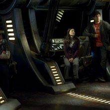 Robert Carlyle, David Blue e Jennifer Spence in un momento di Resurgence di Stargate Universe
