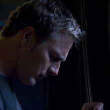 Un pensieroso Varro (Mike Dopud) nell'episodio Resurgence di Stargate Universe