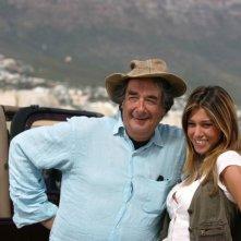 Il regista Neri Parenti con Belen Rodriguez sul set di Natale in Sudafrica