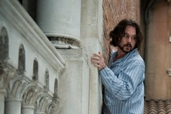 Johnny Depp in una scena del thriller The Tourist