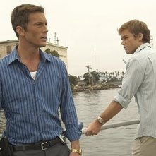 Desmond Harrington e Michael C. Hall in una scene dell'episodio The Big One di Dexter