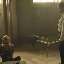 Julia Stiles e Jonny Lee Miller in una scena dell'episodio The Big One di Dexter