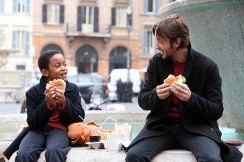 Michael Rainey e Silvio Muccino in una scena del film Un altro mondo