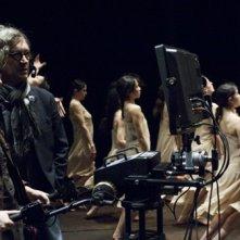 Wim Wenders con Helene Louvart sul set di 'Pina'