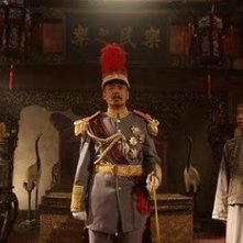 Chow Yun-Fat con Li Jing nel film Let the Bullets Fly
