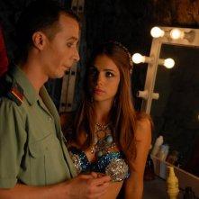 Manuel Bandera con Elena Furiase in una scena del film La venganza de Don Mendo Rock