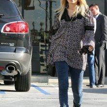 Nicole Richie lascia un salone di bellezza con un amica a Studio City