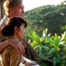 Un'immagine di Michelle Yeoh e David Thewlis, marito e moglie in The lady