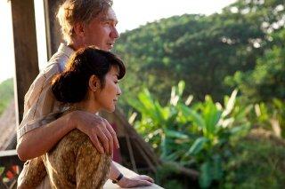 Un'immagine di Michelle Yeoh e David Thewlis, marito e moglie in The lady