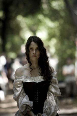 Astrid Berges-Frisbey in un'immagine del film Bruc: El Desafío