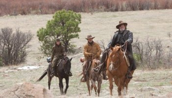 Hailee Steinfeld, Matt Damon e Jeff Bridges in una scena di True Grit