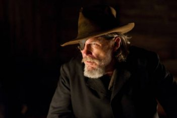 Jeff Bridges in un'immagine cupa dal film True Grit