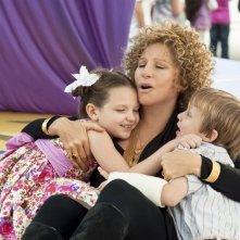 Barbra Streisand con i piccoli Daisy Tahan e Colin Baiocchi in Vi presento i nostri