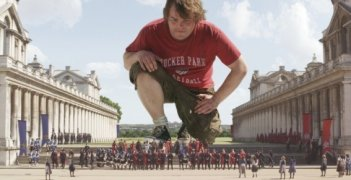 Jack Black a contatto con i lillipuziani nel film I fantastici viaggi di Gulliver in 3D
