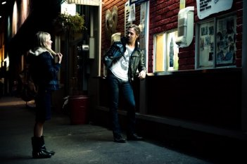 Un simpatico duetto tra Michelle Williams e Ryan Gosling in Blue Valentine