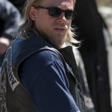 Charlie Hunnam in Sons of Anarchy nell'episodio NS