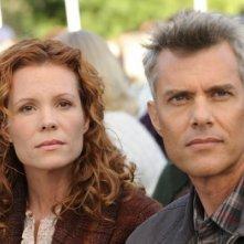 Dana Ashbrook e Robyn Lively nell'episodio Dual Spires di Pych, omaggio a Twin Peaks