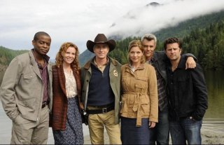 Il cast dell'episodio Dual Spires di Pych, omaggio a Twin Peaks