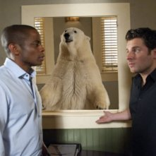James Roday e Dule Hill nell'episodio Dead Bear Walking di Psych