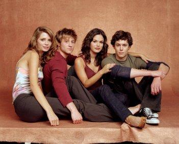 Mischa Barton, Benjamin McKenzie, Rachel Bilson e Adam Brody di The O.C.