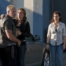 Ron Perlman, Katey Sagal e Maggie Siff in Sons of Anarchy nell'episodio NS