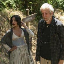 Alberto Sironi ed Ambra Angiolini sul set della miniserie Eroi per caso