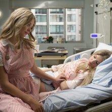 Ashley Benson e Sasha Pieterse nell'episodio Moments Later di Pretty Little Liars