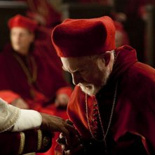 Derek Jacobi è il Cardinale Orsini nella serie The Borgias