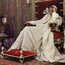 Francois Arnaud è Cesare Borgia e Jeremy Irons è Rodrigo Borgia nella serie The Borgias