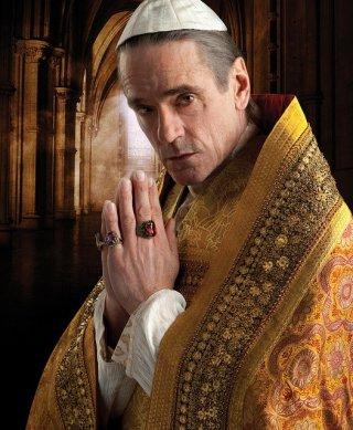 Jeremy Irons è Rodrigo Borgia in una immagine promozionale della serie The Borgias
