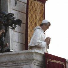 Jeremy Irons in un momento delle riprese della serie The Borgias