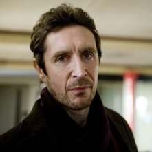 Paul McGann nella serie Luther