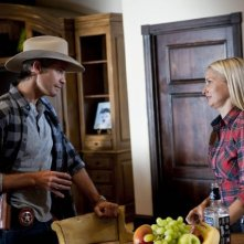 Timothy Olyphant e Katherine LaNasa nell'episodio The Collection di Justified