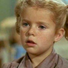 Un primo piano di Anita Jones nella serie Tre nipoti e un maggiordomo