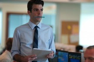 Un primo piano di Zachary Quinto in Margin Call