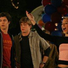 Adam Brody, Benjamin McKenzie e Samaire Armstrong si divertono al Luna Park nell'episodio I sentimenti di The O.C.