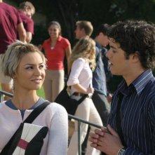 Anna (Samaire Armstrong) e Seth (Adam Brody) nell'episodio I sentimenti di The O.C.