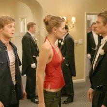 Benjamin McKenzie, Mischa Barton e Chris Carmack alle prove del ballo dell'episodio Il ballo di The O.C.