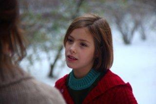 La piccola Claudia Vega in una scena del film Eva