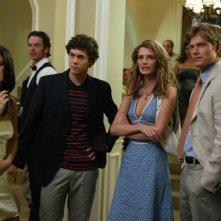 Rachel Bilson, Adam Brody, Chris Carmack e Mischa Barton nell'episodio La fidanzata di The O.C.