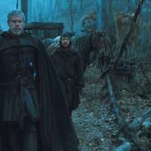 Ron Perlman e Stephen Graham in un'immagine del film Season of the Witch