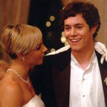 Samaire Armstrong e Adam Brody in una scena dell'episodio Il ballo di The O.C.