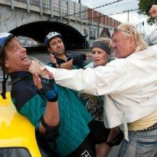 Tom Gerhardt e Hilmi Sözer con Eddy Steinbock nel film divertente Die Superbullen