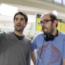 Unax Ugalde con il regista Borja Cobeaga sul set di No controles